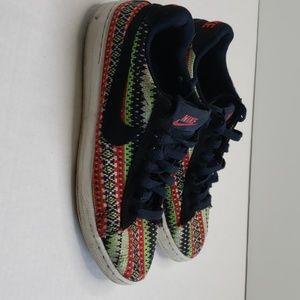 Nike's mesh color shoes